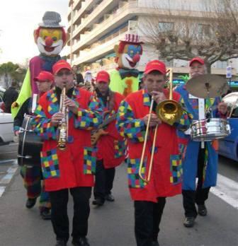 nos geants clowns nos musiciens
