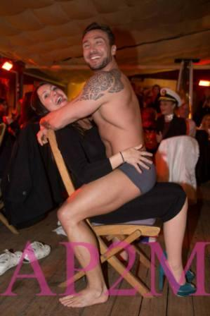 stripteaseuse stripteaseur var r gion paca. Black Bedroom Furniture Sets. Home Design Ideas